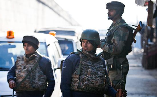 Индийские солдаты возлебазы Патханкот