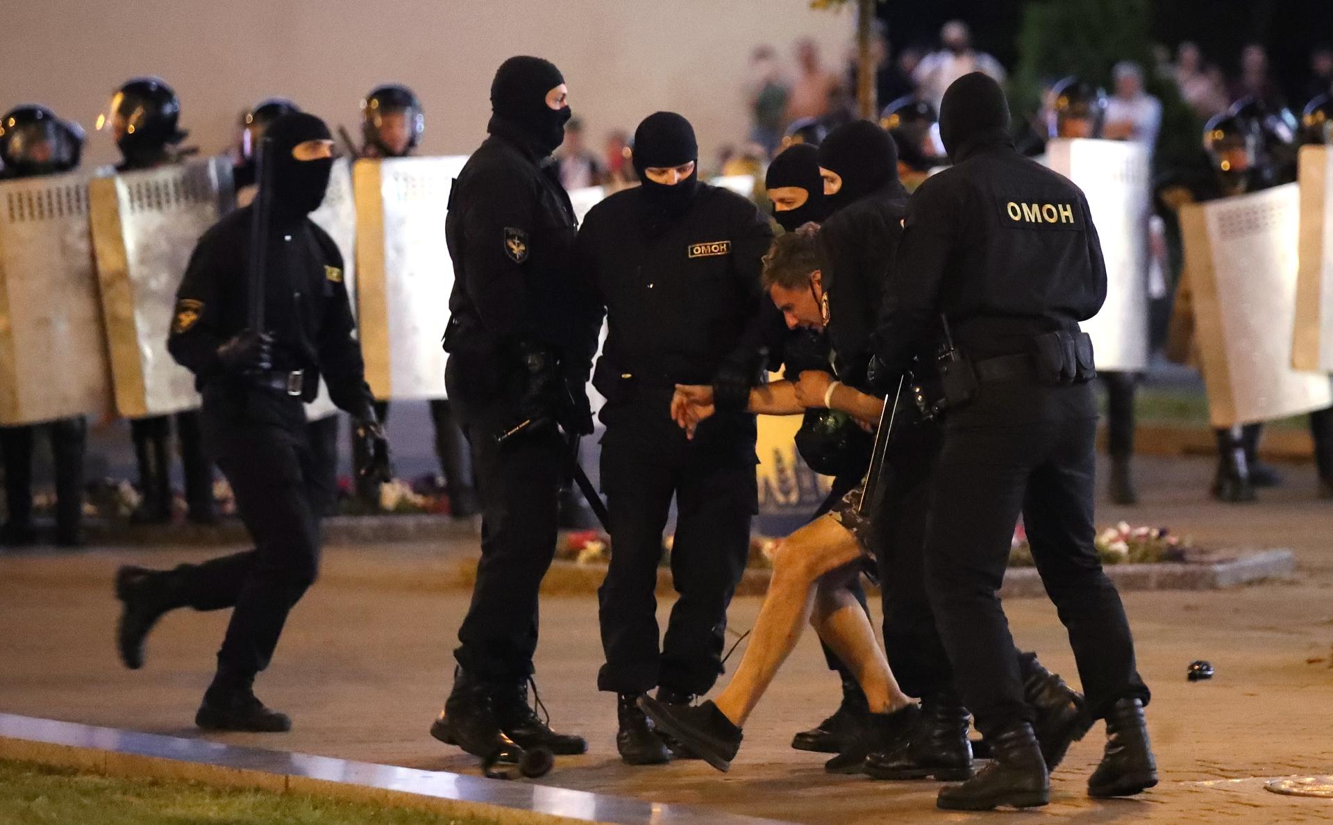Задержание протестующих в Минске