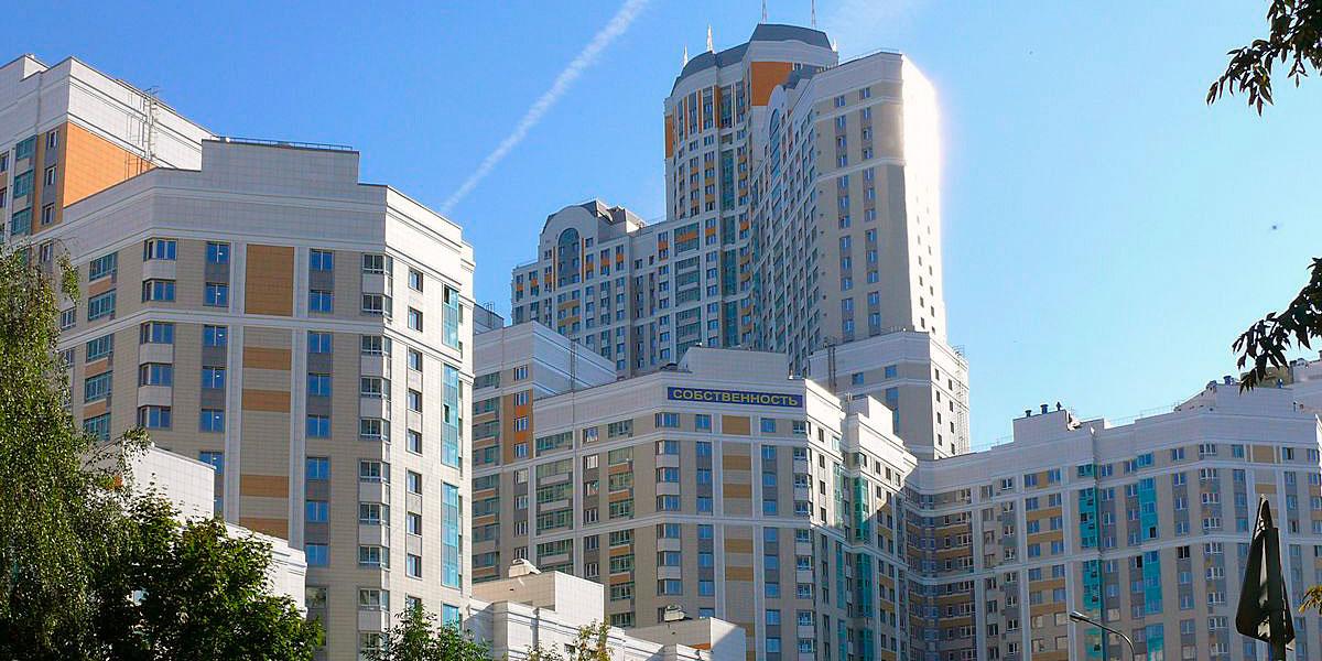 10-е место. «Загорье»   Высота — 152,7 м  Микрорайон «Загорье» расположен в Бирюлеве (Ягодная ул.). Жилой комплекс состоит из шести корпусов переменной этажности, возведенных по индивидуальному проекту. Застройщиком выступает Мосфундаментстрой-6