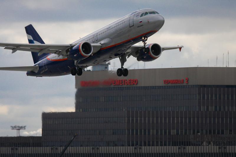 Airbus A320  Самое популярное семейство вРоссии. Первый самолет был выпущен в1988 году. В скором времени ожидается выпуск нового улучшенного семейства A320neo. Первая модель должна быть передана авиакомпании Qatar Airways