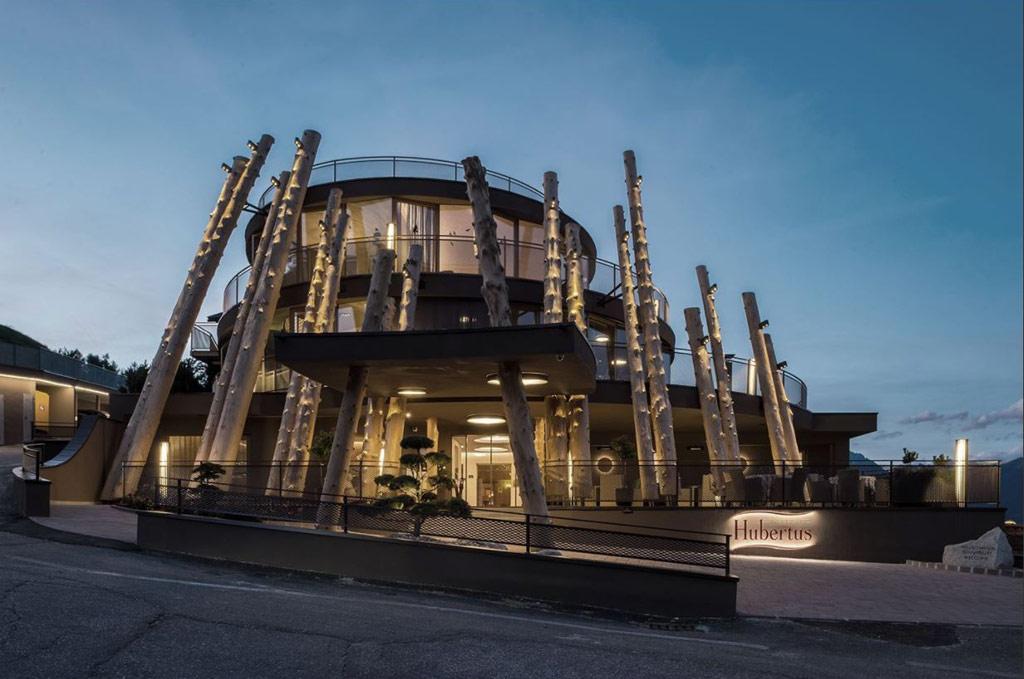Немецкоязычное объединение архитекторов из Италии *Noa победило в категории «Туризм, путешествия и отдых». Команда занималась расширением отеля Hubertus, дополнив его дизайн новыми природно-древесными элементами