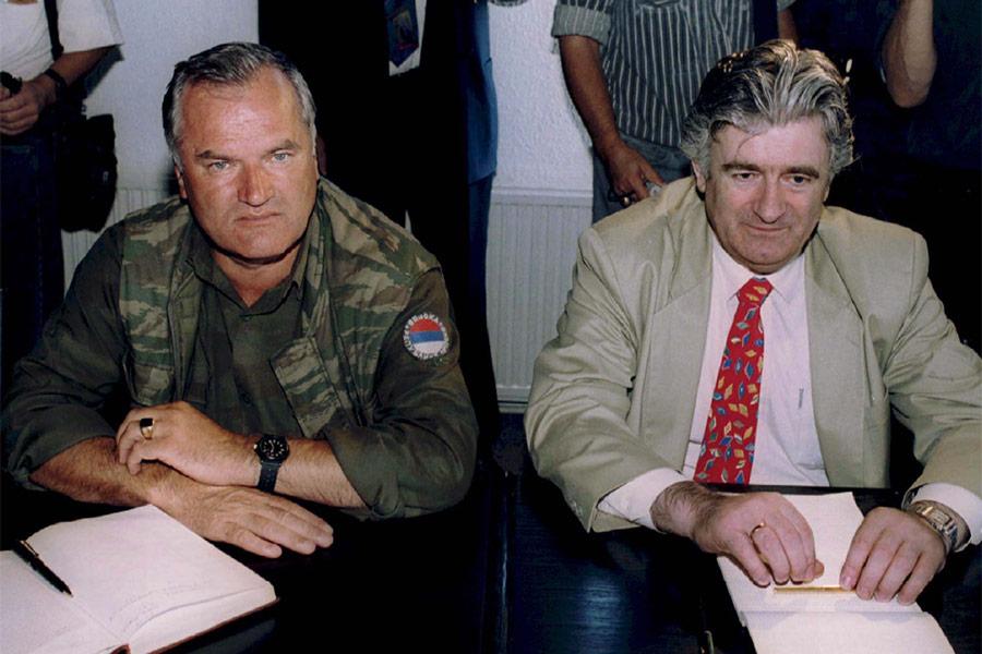 Ратко Младич и политический лидер боснийских сербов Радован Караджич в августе 1994 года