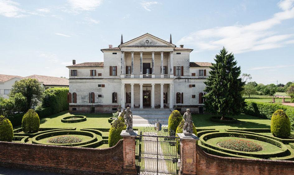 Вилла XVI века вобласти Венето, в40 минутах отВенеции. Вилла была построена Андреа Палладио—великим итальянским архитектором позднего Возрождения—иявляется исторической иархитектурной ценностью