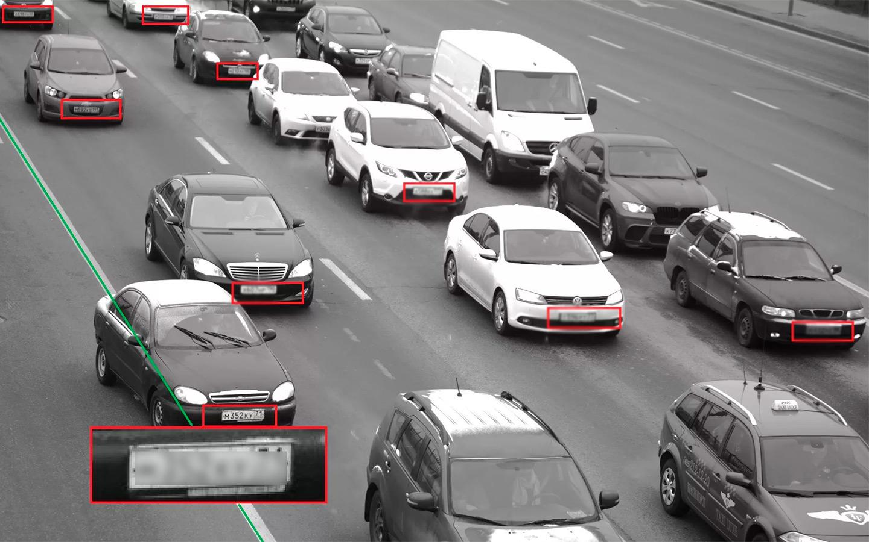 <p>Камеры слежения должны подсвечивать автомобили с подложными номерами дежурному, который в свою очередь дает команду на остановку ближайшему патрулю.</p>