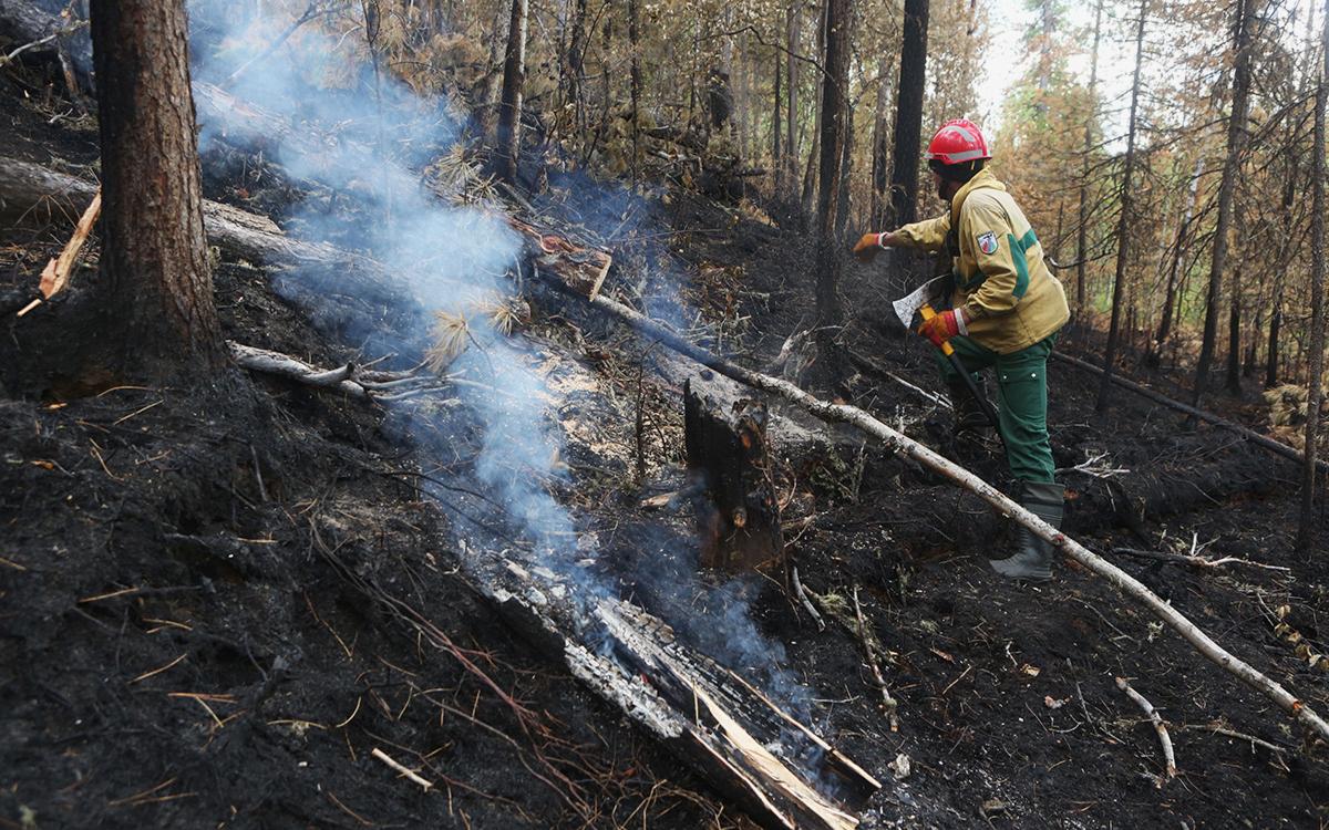 МЧС направило два самолета для тушения пожаров в Якутии