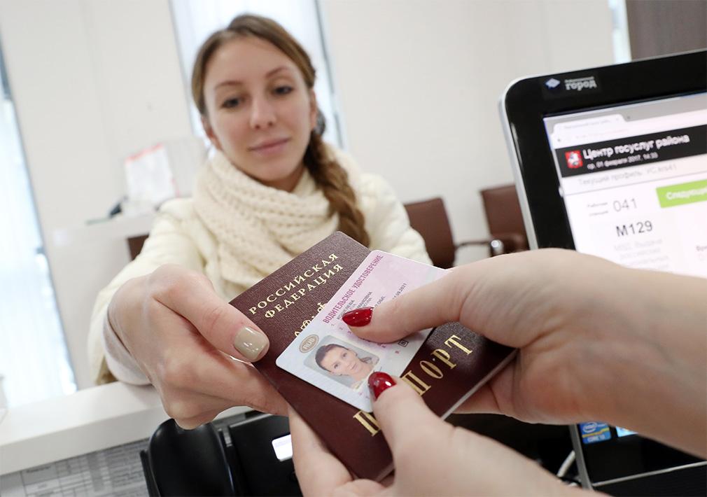 Водителям начнут выдавать новые права и ПТС. Подробности :: Autonews
