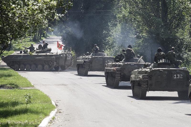 БТР вооруженных сил ЛНР и ДНРво время отвода вооружений калибром менее 100 мм и бронетехники на 3 км от линии соприкосновения в одностороннем порядке