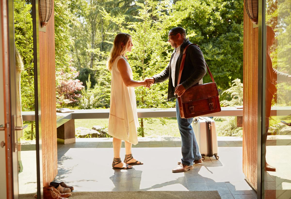 Обязательное условие Airbnb — арендодатели должны делиться прибылью с владельцами квартир