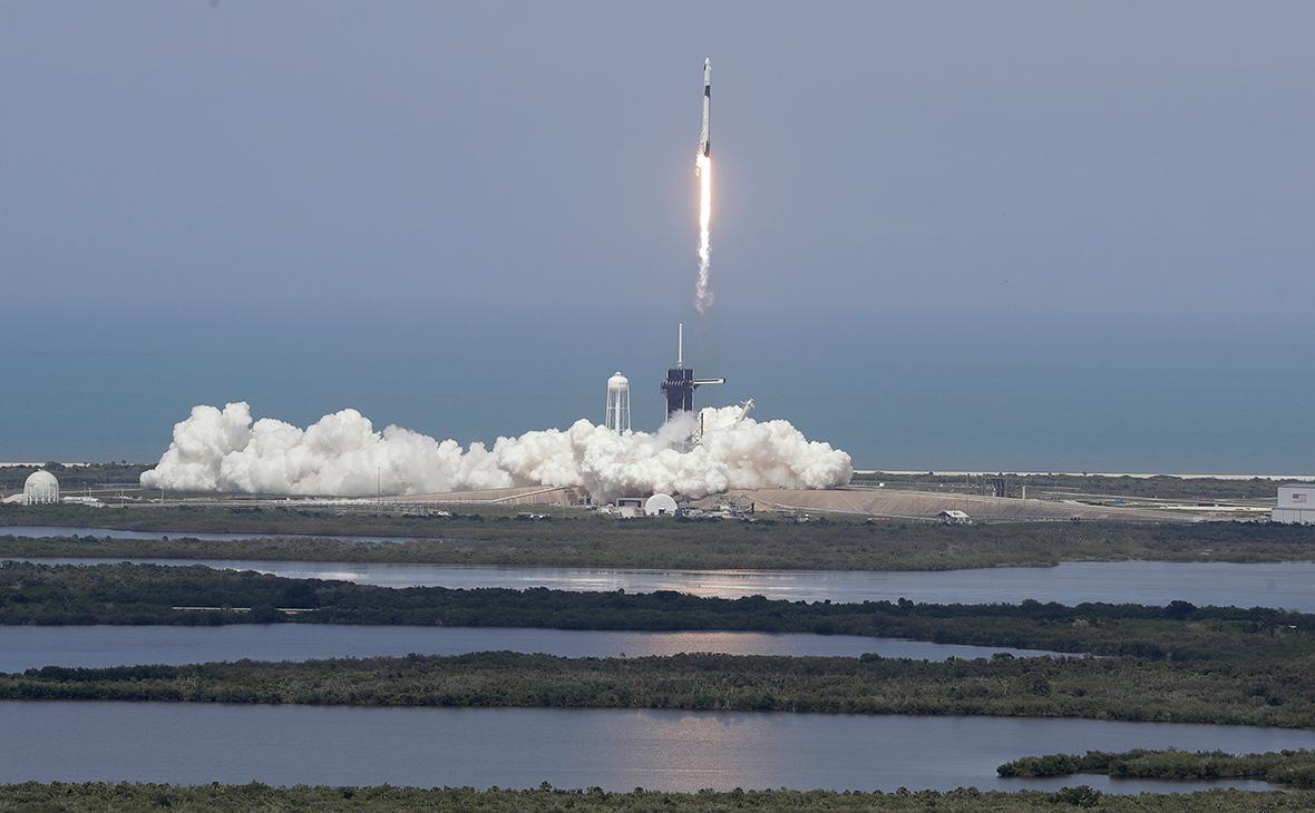 Ракета Falcon 9 с космическим кораблем Crew Dragon