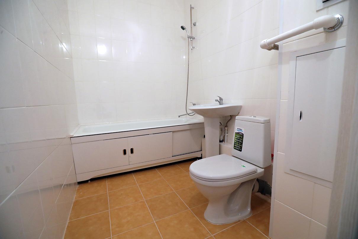 Ванные и санузлы полностью укомплектованы сантехникой