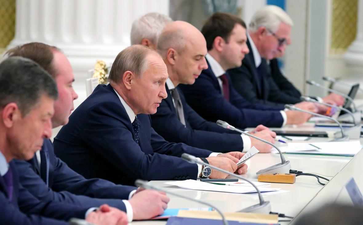 Владимир Путин во время встречи с представителями российских деловых кругов