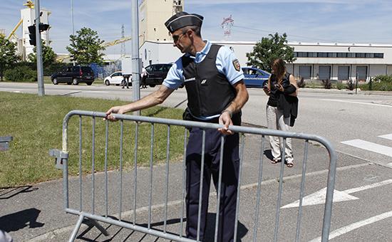 Полицейские кордоныв г. Сен-Кантен-Фаллавье