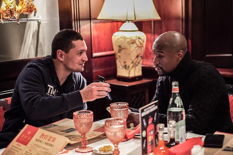 Бизнесмен Тимофей Кургин (слева) и боксер Флойд Мейвезер-младший