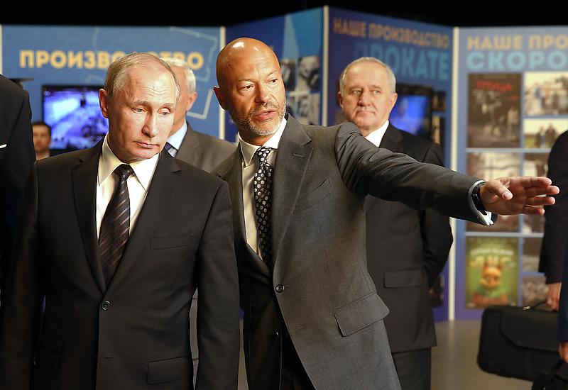 Президент РФ Владимир Путин и председатель совета директоров «Ленфильма» Федор Бондарчук
