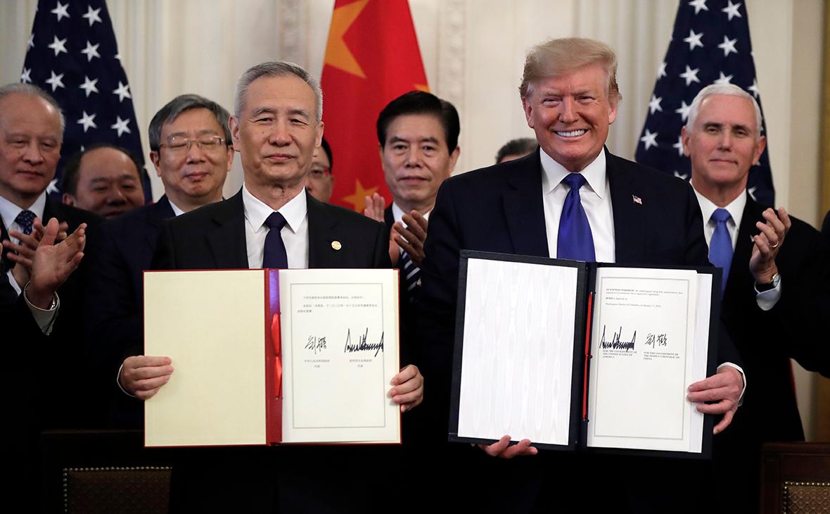 Лю Хэ и Дональд Трамппосле подписания «первого этапа» американо-китайского торгового соглашения