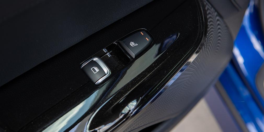 Интерьер Kia К5 с россыпью физических клавиш на центральной консоли и отличной медиаголовой с сочными цветами выглядит самым выигрышным, но здесь меньше всего чувствуется добротность и монументальность