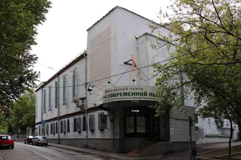Здание Дома культуры имени А. С. Серафимовича в Среднем Тишинском переулке за несколько дней до начала сноса