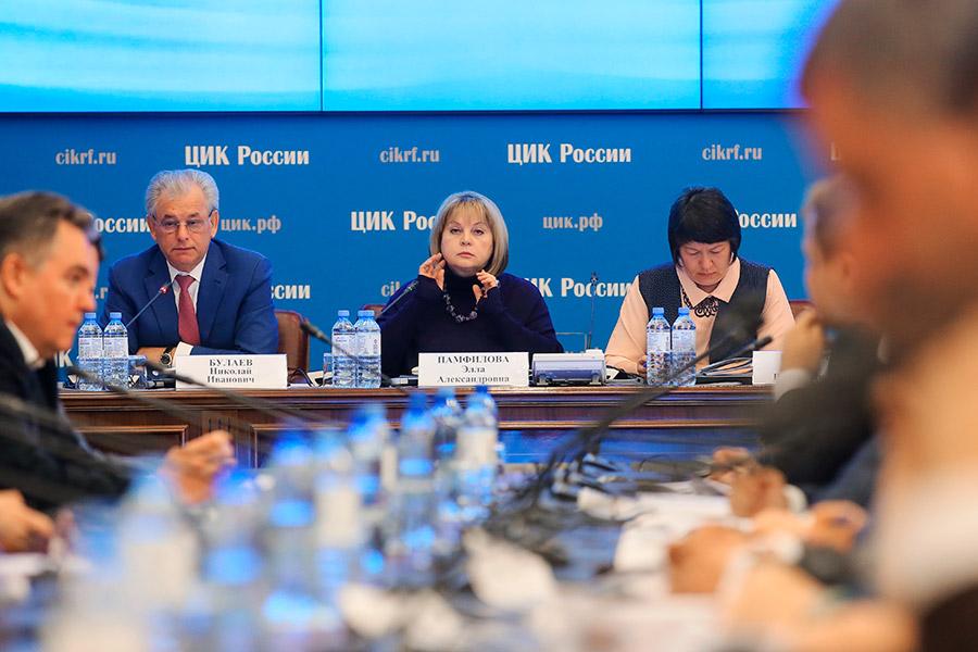 Элла Памфилова (в центре) на заседании ЦИК России