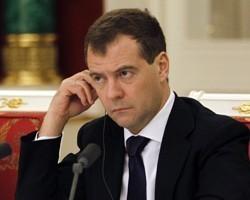 В статье представлен состав Совета Безопасности РФ, начиная с момента его.