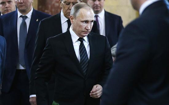 Президент России Владимир Путин нацеремонии прощания спослом России вТурции Андреем Карловым