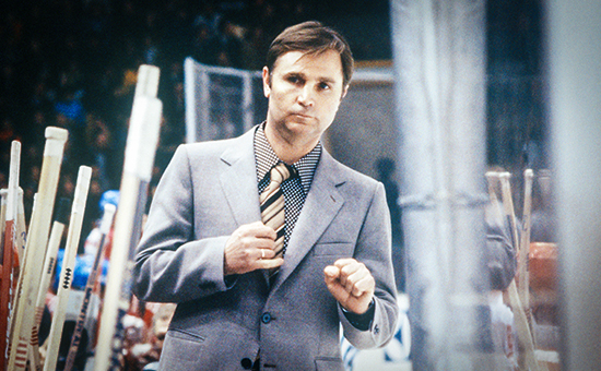 Тренер сборной СССР по хоккею Виктор Тихонов. 30 апреля 1979 года