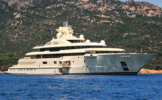 110-метровая яхтаOna, ранее носившая название Dilbar, принадлежащая одному избогатейших российских бизнесменов Алишеру Усманову
