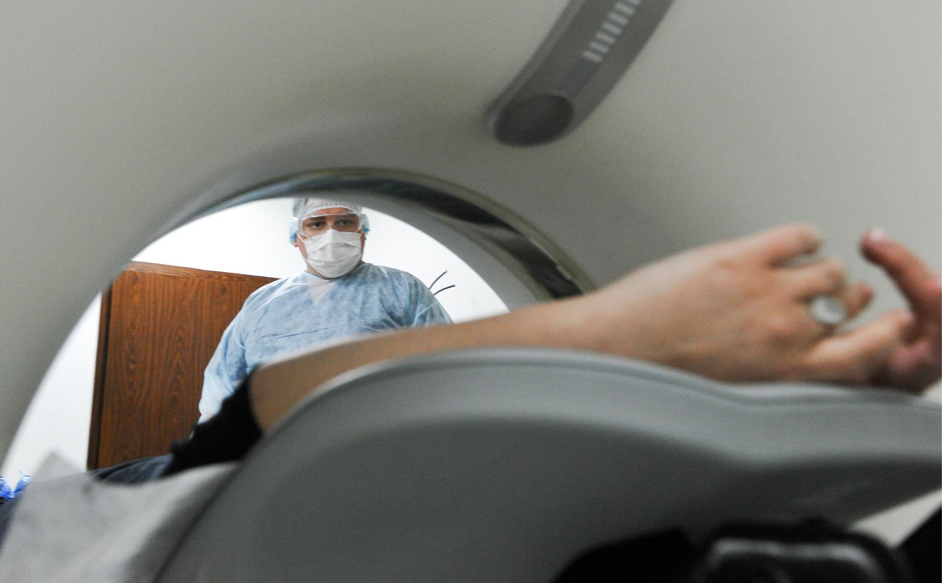 Пациентка во время сеансакомпьютерной томографии