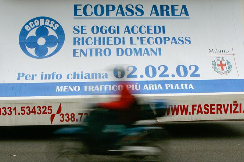 Объявление о платном въезде в прилежащие к центру районы в Милане