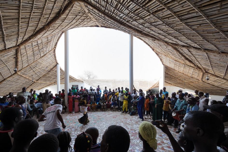 Thread — культурный центр, где художники пробуют новые формы искусства, проводятлекции, встречи с поклонниками и время от времени показывают гостям, что из себя представляет современное искусство Западной Африки
