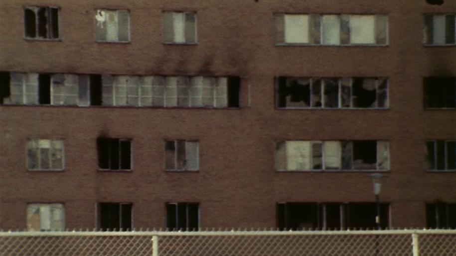 Разбитые окна никто нестеклил