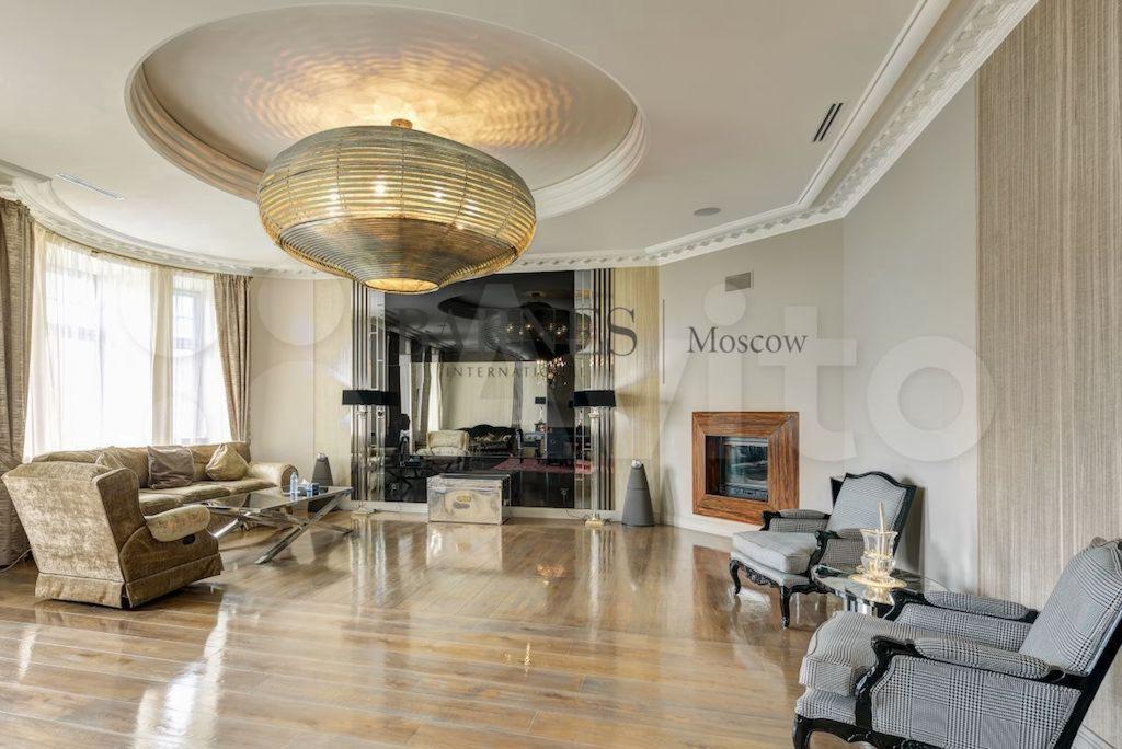 Квартира на продажу в этомже доме, но за 250 млн руб.
