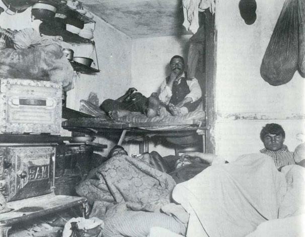 Жилая комната в доме на Bayard Street