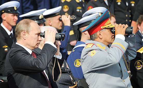 Президент РФ Владимир Путин и министр обороны РФ Сергей Шойгу (слева направо)