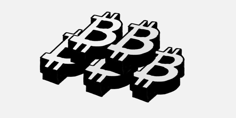«Киты» третий месяц покупают биткоин. Что это значит