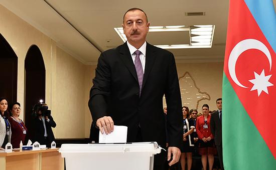Президент Азербайджана Ильхам Алиев вовремя референдума, 26 сентября 2016 года