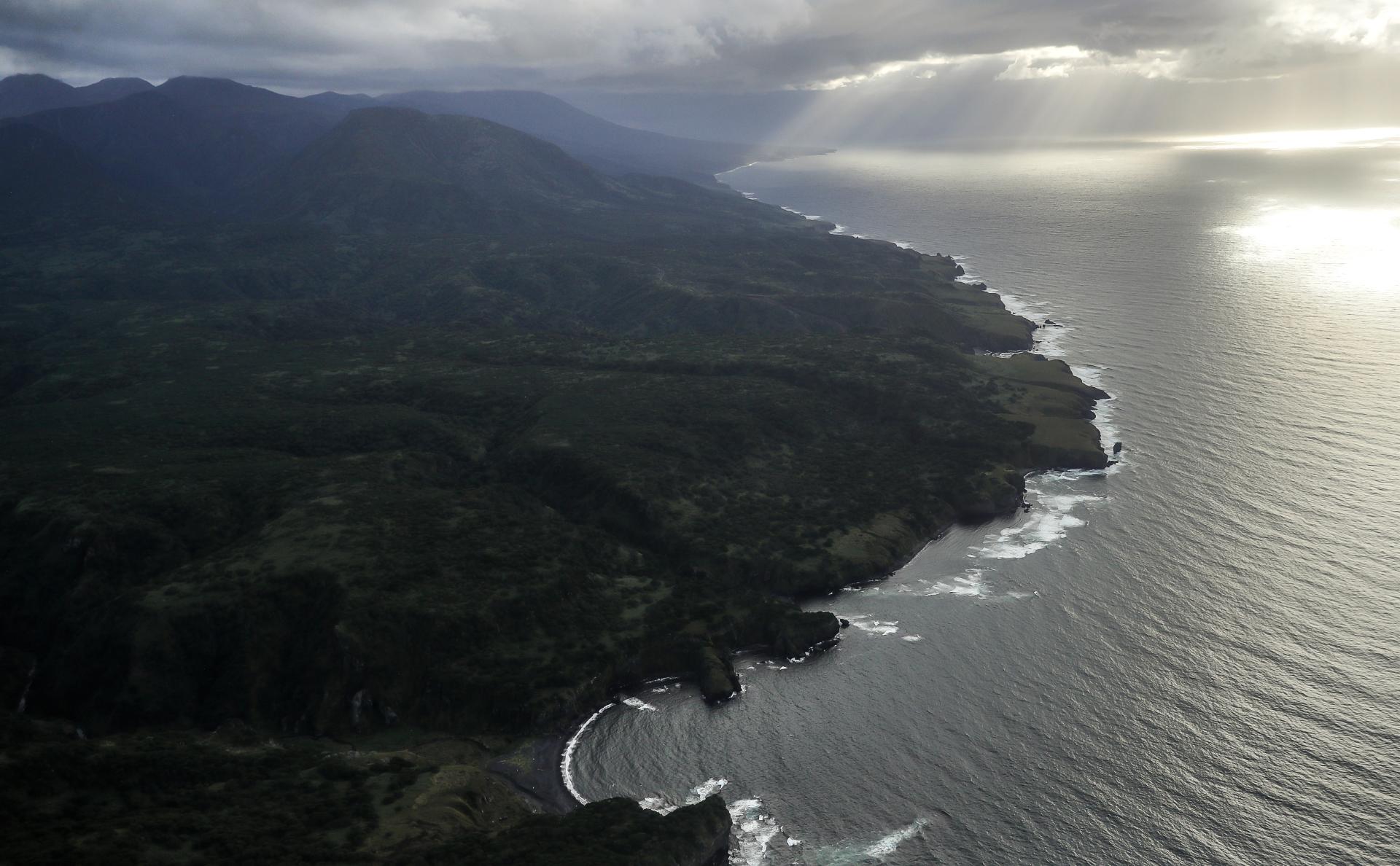 Побережье острова Итуруп (остров южной группы Большой гряды Курильских островов)