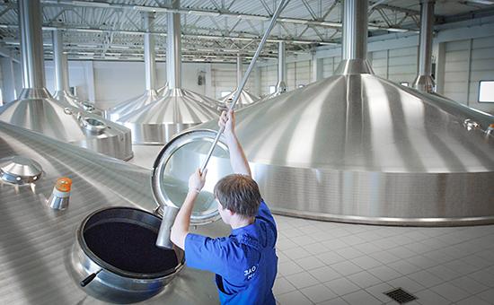 Производство пива на заводе