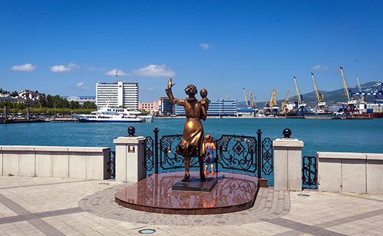 Скульптура «Жена моряка» нанабережной города Новороссийска