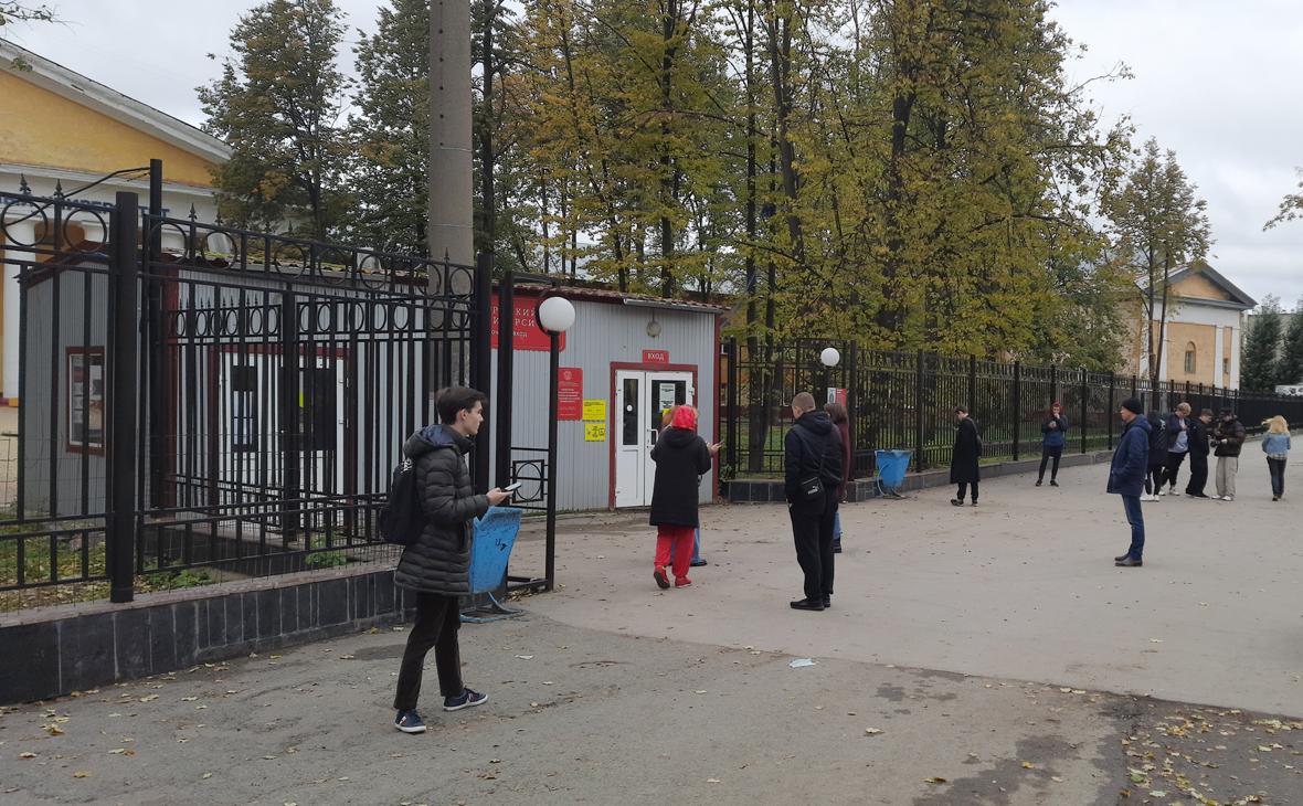 У входа на территорию Пермского государственного национального исследовательского университета