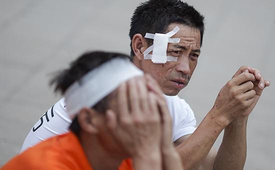 Пострадавшие в результате взрывов на складе в Тяньцзине