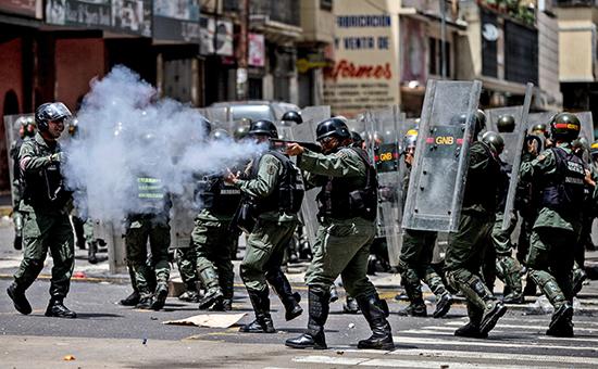В столице Венесуэлы на улицы вышли сотни требующих еды демонстрантов