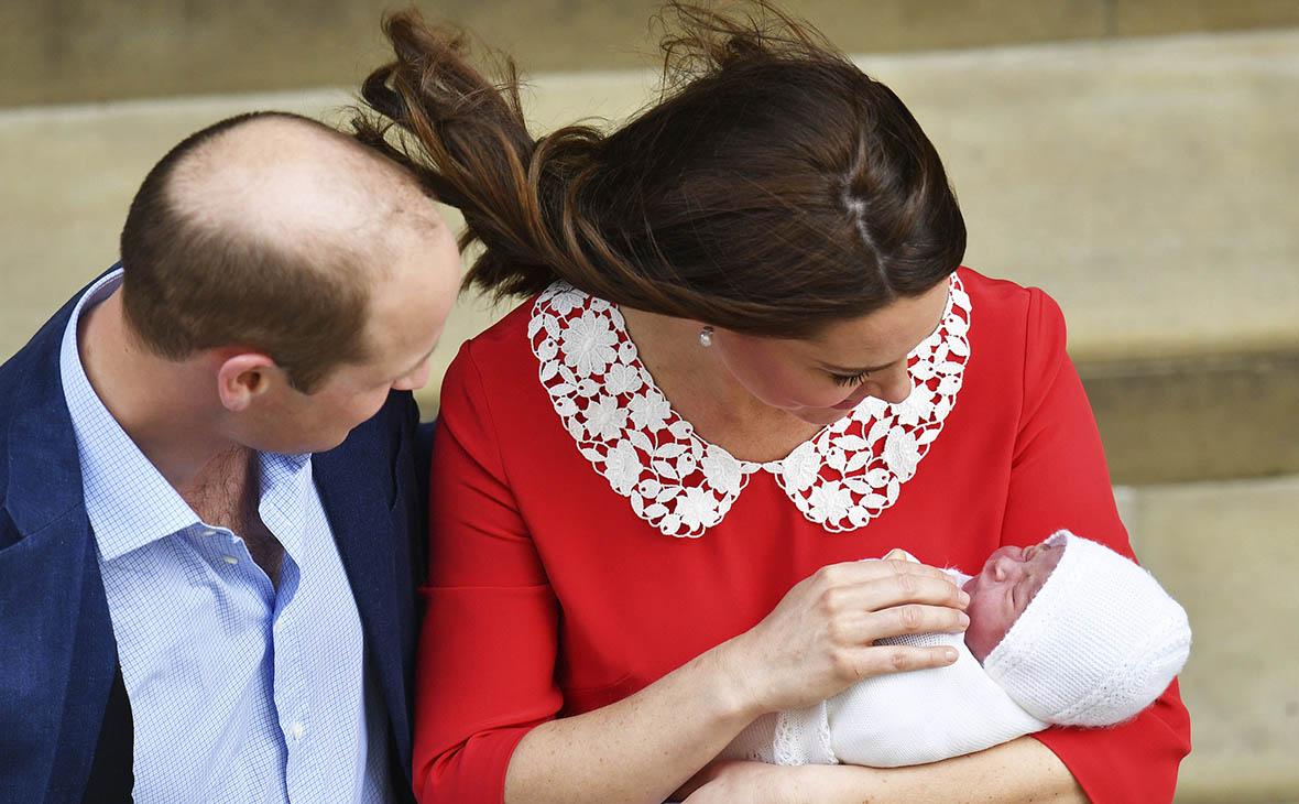 Кейт Миддлтон показала новорожденного принца