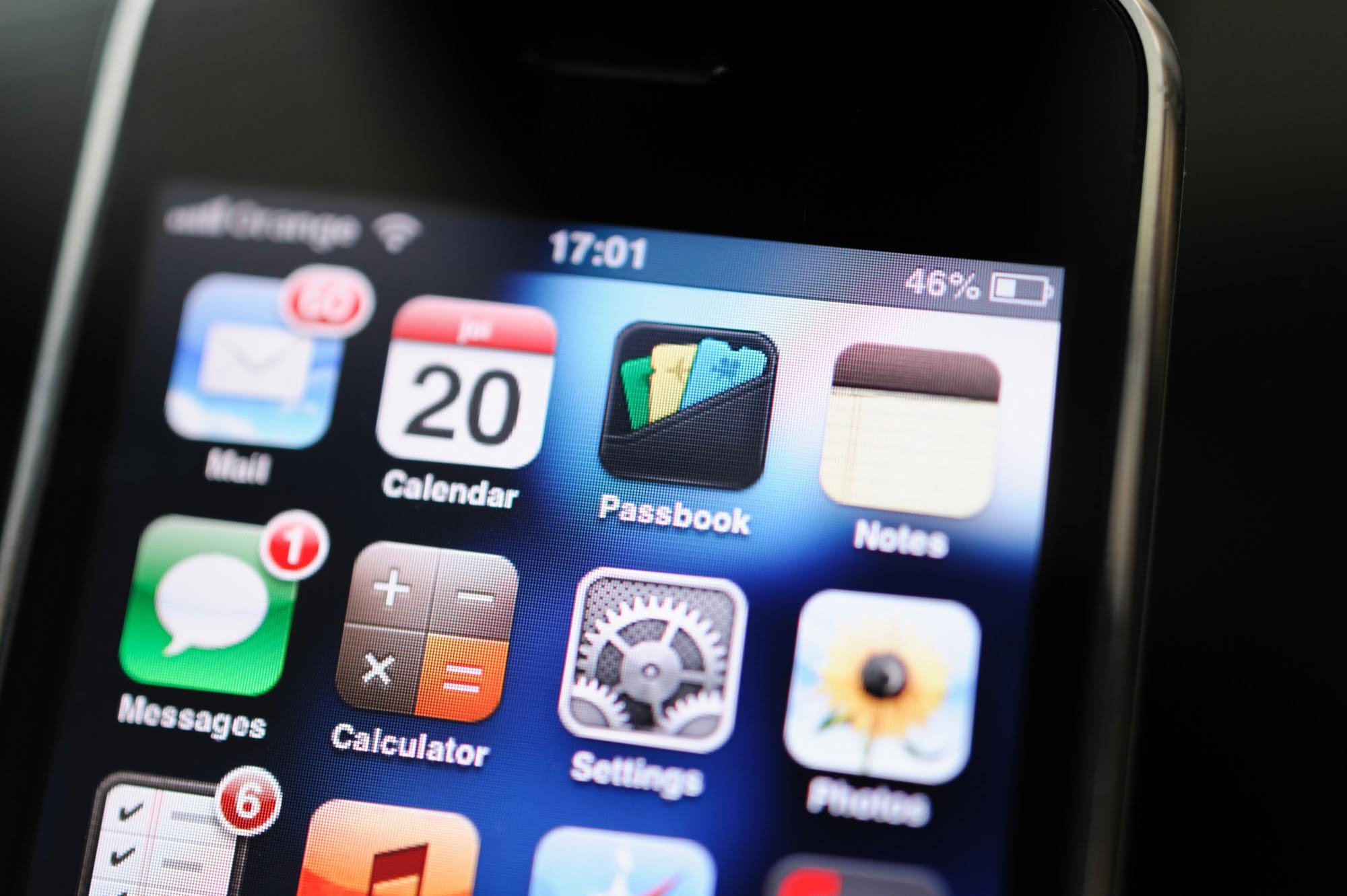 Сенсорные телефоны были и до Apple, но iPhone 2G стал первой альтернативой устройствам с аналоговыми кнопками