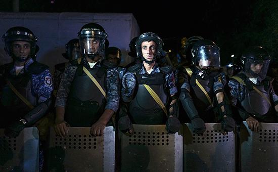 Сотрудники полиции вЕреване, 27 июля 2016 года