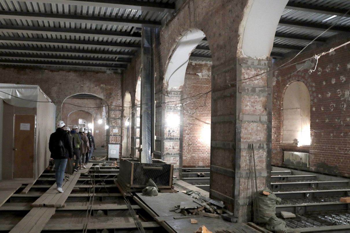 Осмотр реставрационных работ внутри Политехнического музея