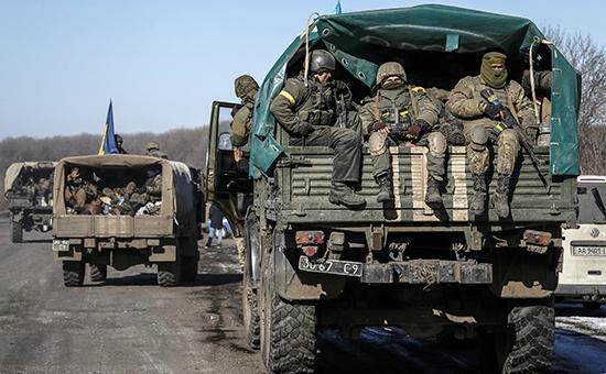 Солдаты украинской армии покидают город Дебальцево