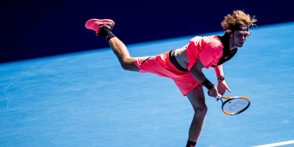 Сильнейший теннисист России вылетел с Australian Open