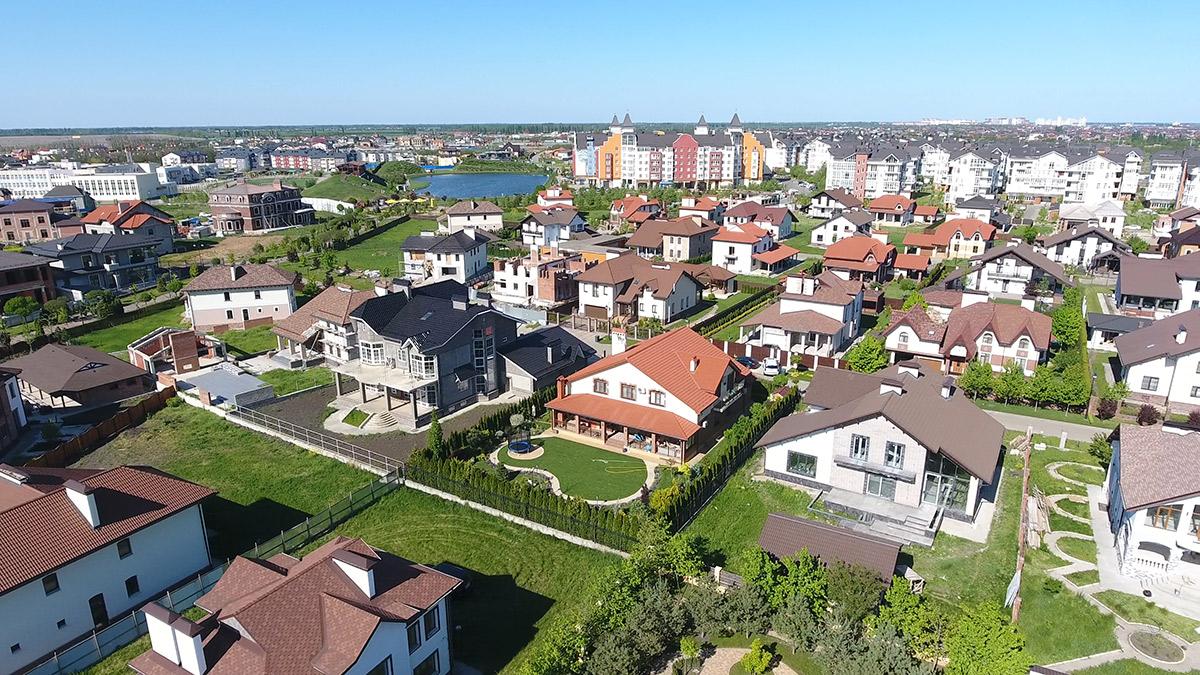 В квартале «Немецкая деревня» малоэтажные дома с квартирами соседствуют с таунхаусами, дуплексами и коттеджами