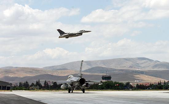 Неопознанный МиГ-29 взял на прицел восемь турецких истребителей F-16S