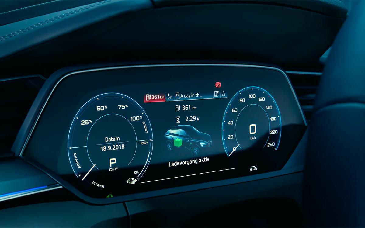 <p>Панель приборов Audi e-tron</p>